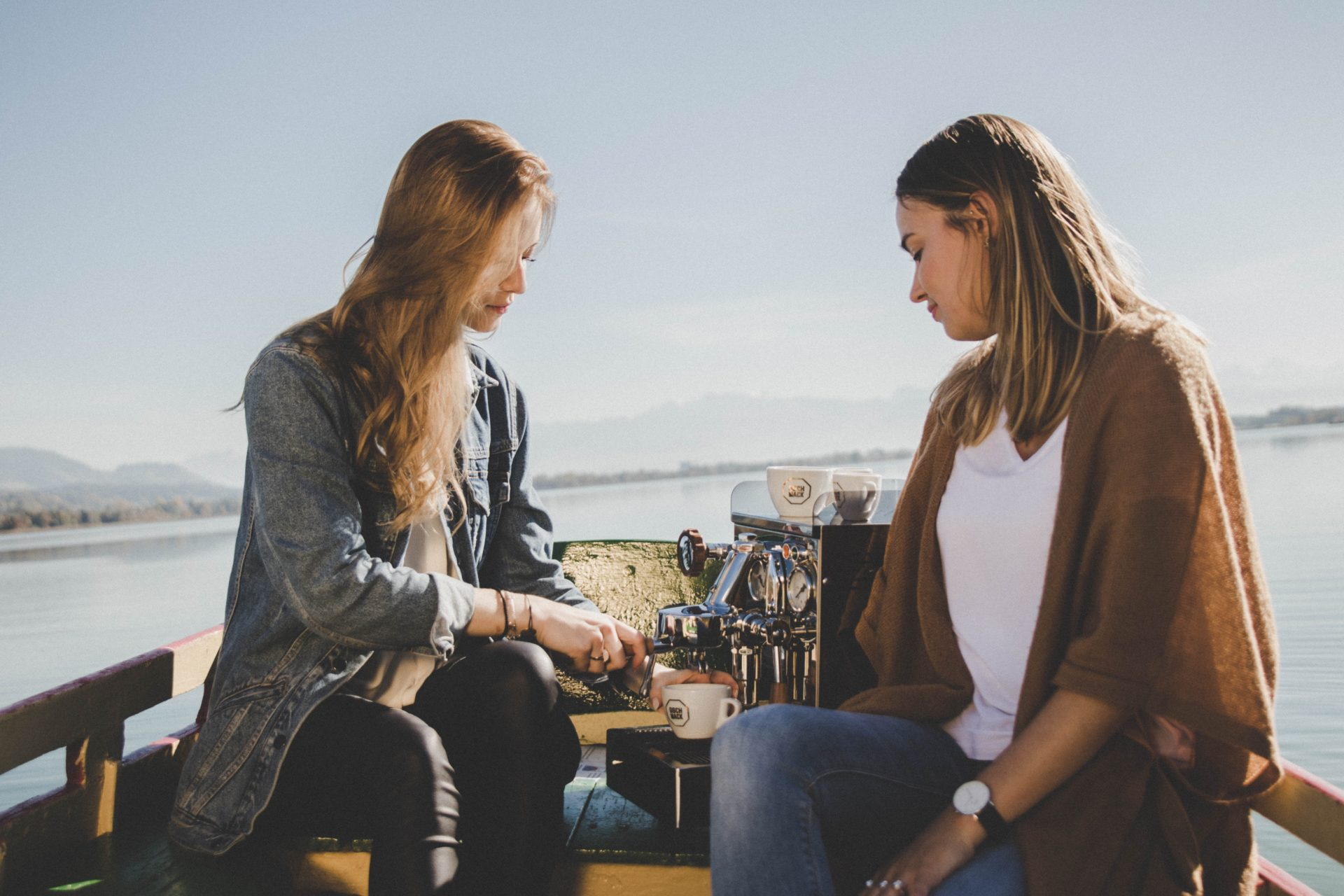 Φίλους με προνόμια και γνωριμίες